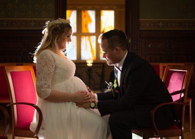 schwangere braut nach der trauung